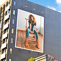 Photo effect - Huge billboard with a picture of you